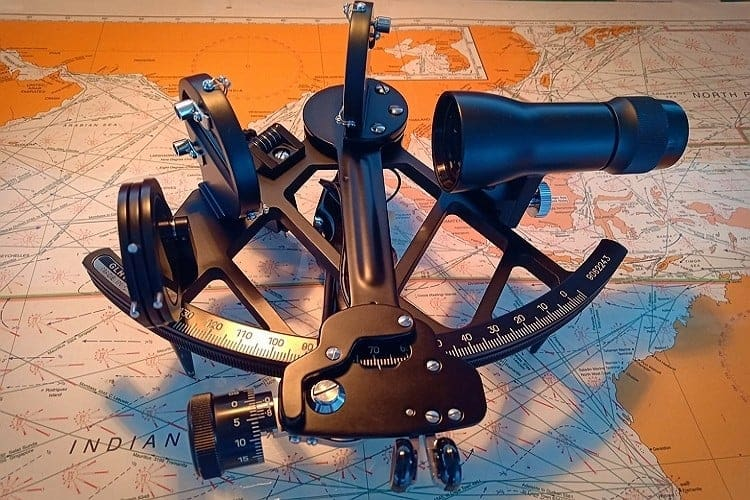 marine-sextant-post-learnsailor