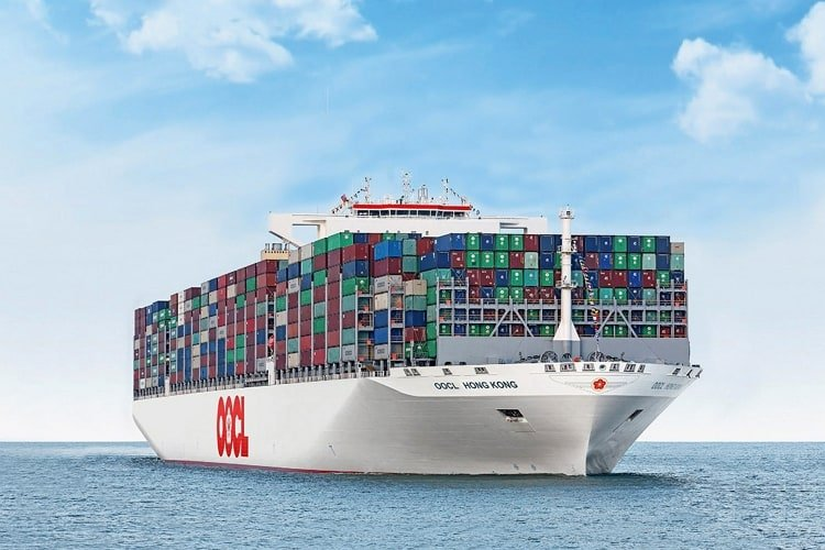 oocl-hongkong-world's-largest-container-ship-learnsailor